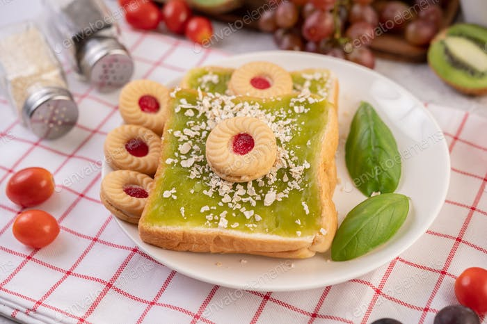 Bread covered with pandan custard and stuffed with desserts.