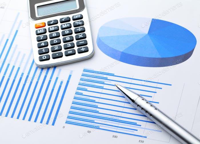 Gráfico gráfico con pluma y calculadora