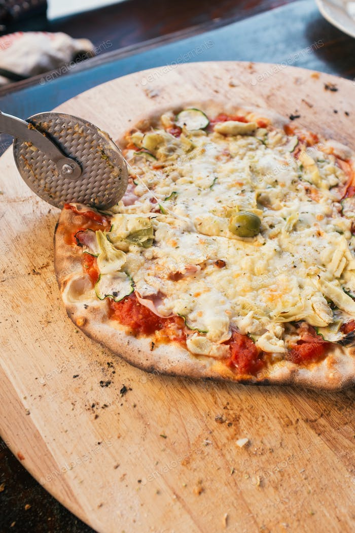 Schneiden von Pizza