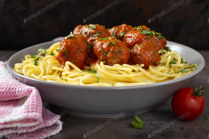 Spaghetti with pork and beef meatballs