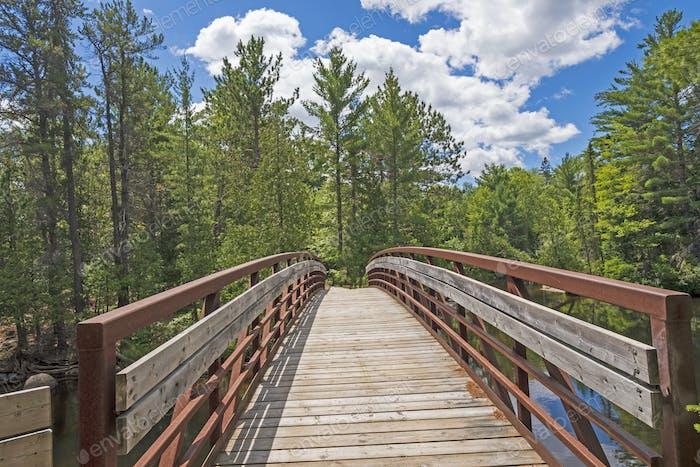 Brücke in den Nordwald
