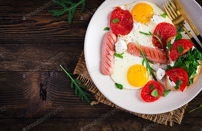 English breakfast - fried eggs, sausages, tomatoes