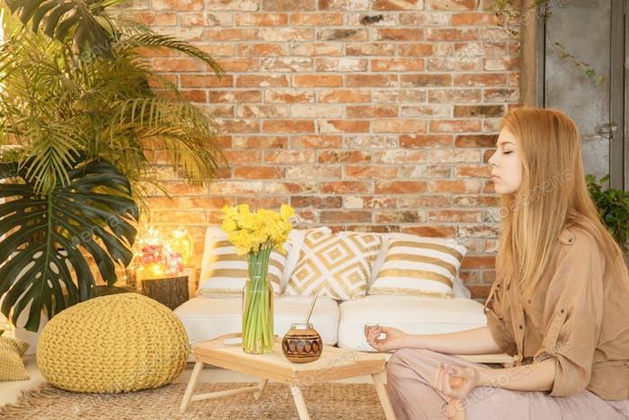Медитация в номере