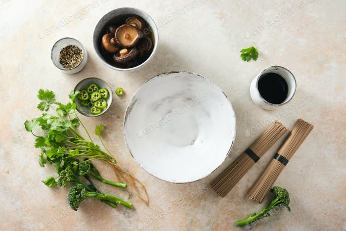 Zutaten für asiatische Nudeln