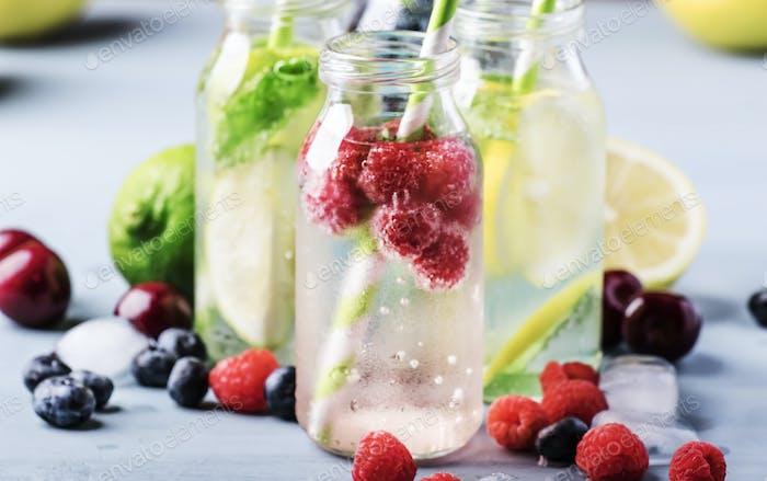 Beere, Obst und Zitrusfrüchte alkoholfreie kalte Getränke