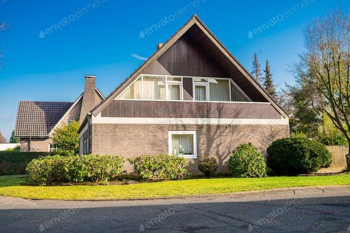 Роскошные дома с красивым пейзажем. Красивый внешний вид дома