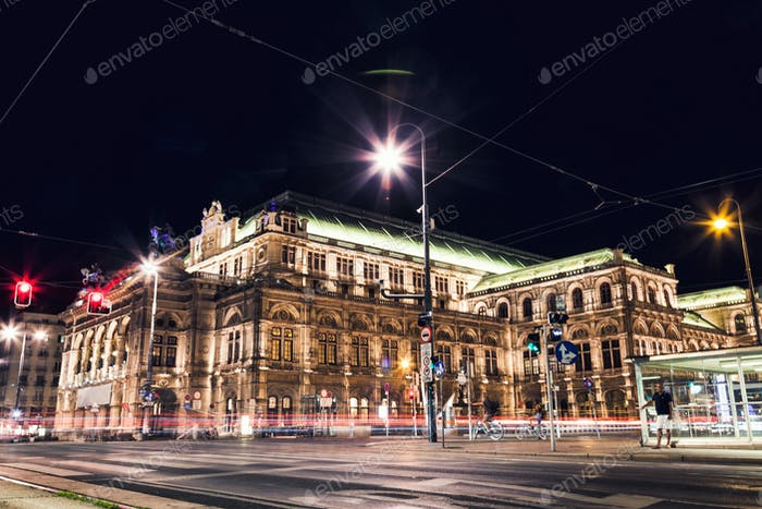 Staatsoper in Wien Österreich bei Nacht
