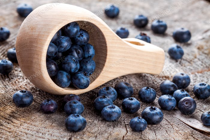 fresh organic blueberries in a wooden mug