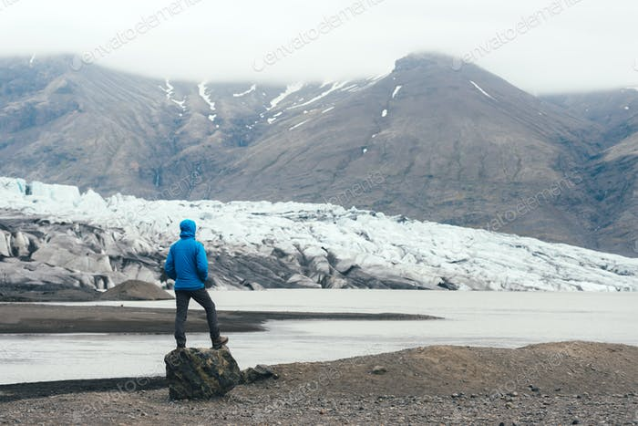 Icebergs in Vatnajokull glacial lagoon