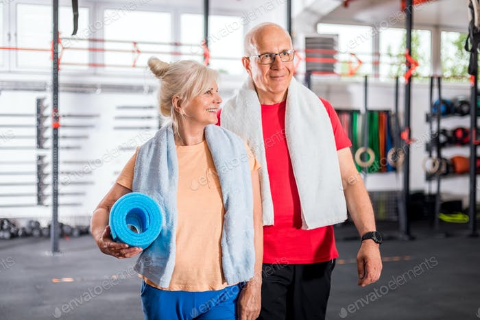 Senior couple at the gym
