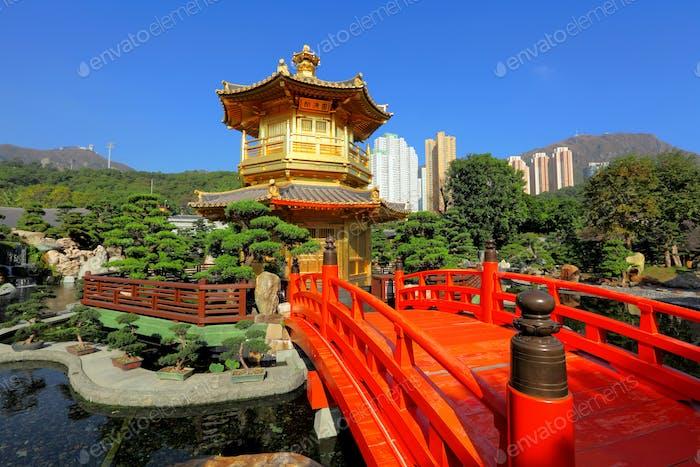 Goldpavillon im chinesischen Garten