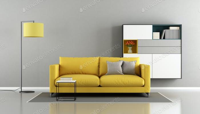 Modernes Wohnzimmer mit gelber Couch
