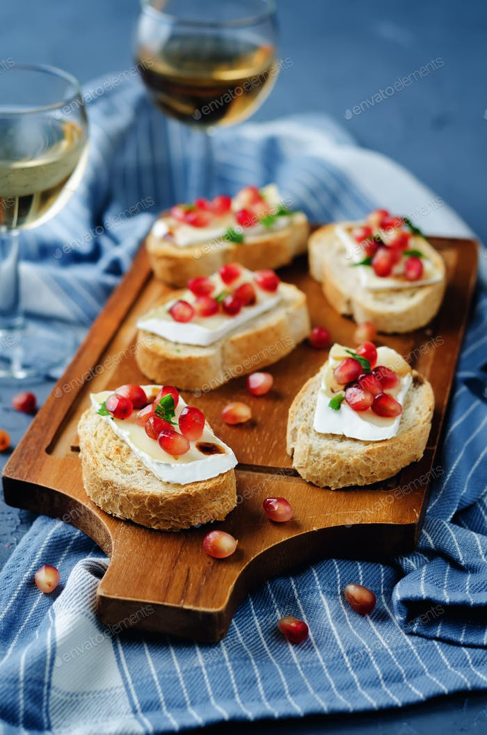 Pomegranate Brie balsamic crostini