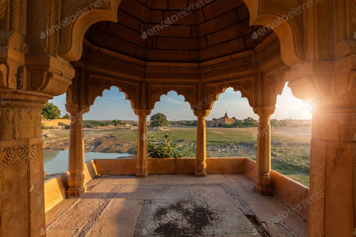 Pabellón en el lago Amar Sagar, Jaisalmer, Rajastán, India