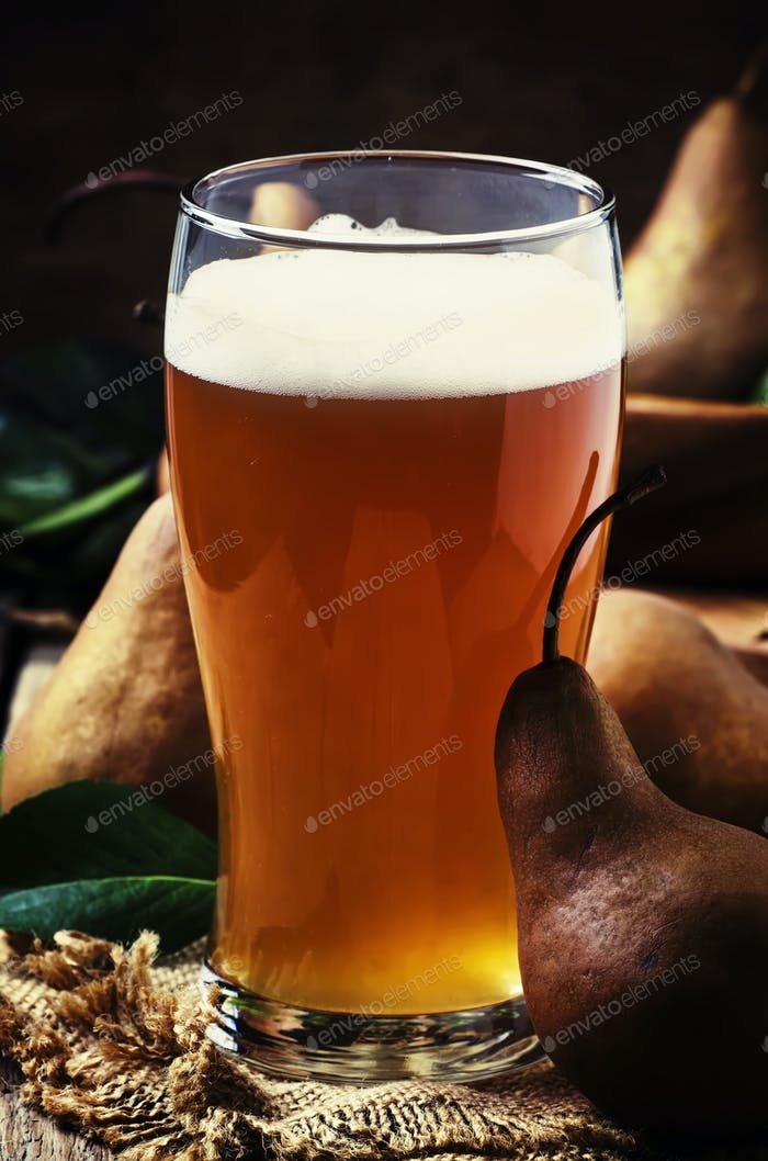 Pear cider in a large beer glass