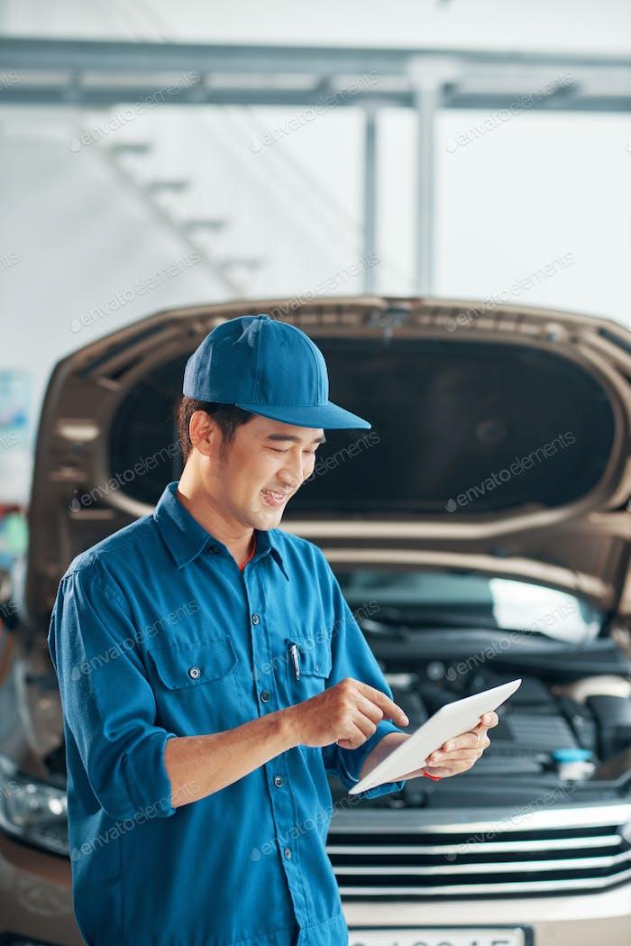 Workman Prüfung Auto im Dienst
