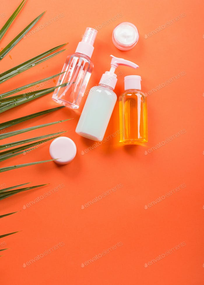 Generische Beauty-Produkte auf orangefarbenen Korallen