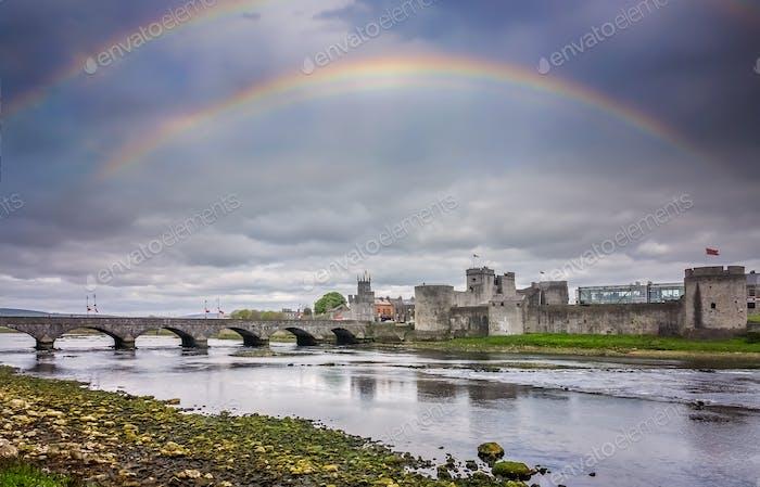 Regenbogen über König Johns Castle