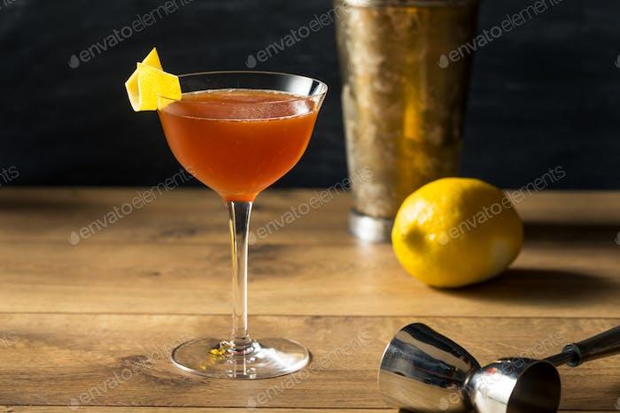 Boozy Bourbon Papierflugzeug-Cocktail
