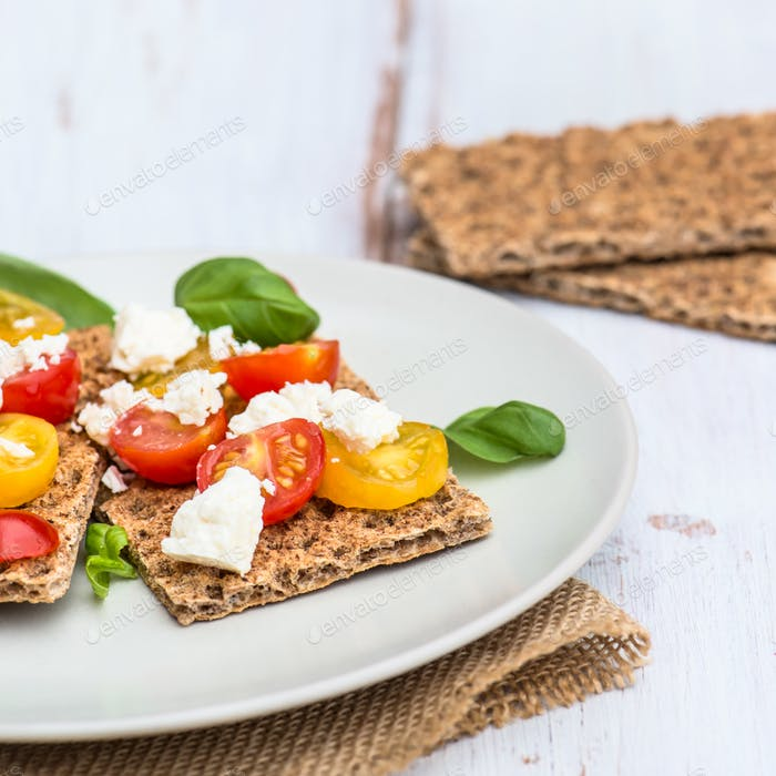 Gesunder Snack von Vollkornrogen-Knispbread Crackers