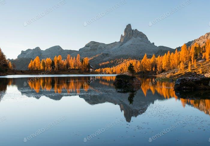 Herbstmärchen in der Dolomitenlandschaft