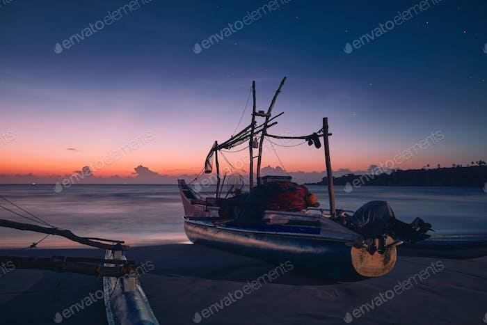 Meerlandschaft bei bunten Morgengrauen