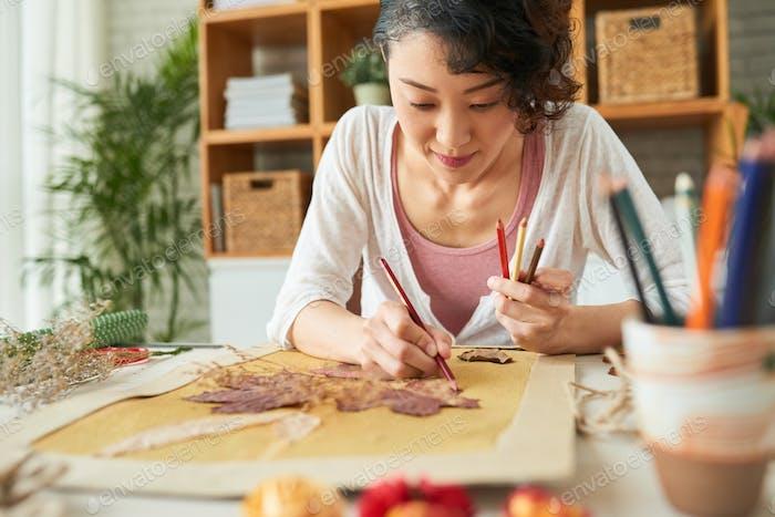 Japanische Frau zum Ausdruck Kreativität