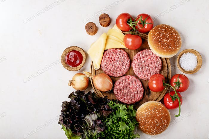 Homemade hamburger with fresh vegetables