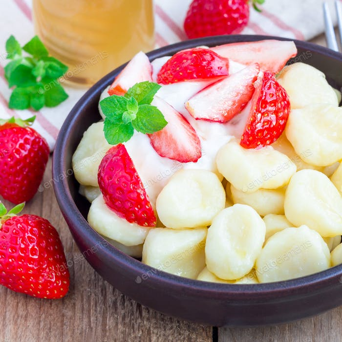 "Russian, ukrainian cottage cheese ""lazy"" dumplings with yogurt, honey and strawberry, square format"
