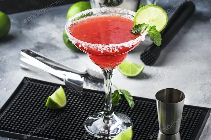 Wassermelone Margarita, alkoholischer Cocktail mit Silbertequila