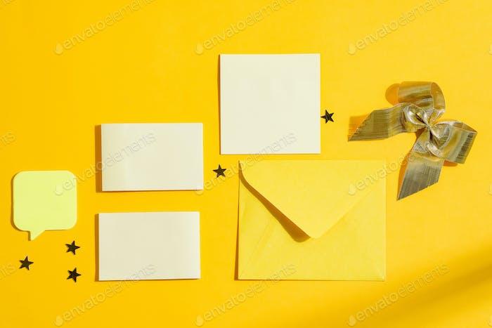 Weihnachtskarten mit Umschlag und Dekoration
