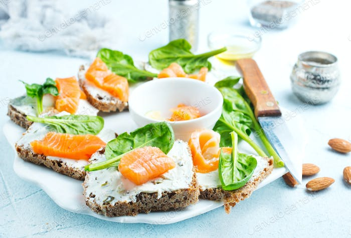 bread with cheese and salmon