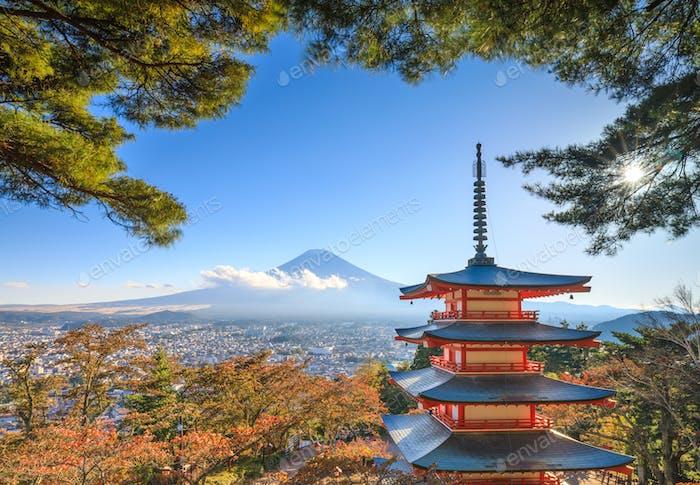 Mt. Fuji mit Chureito-Pagode, Fujiyoshida, Japan