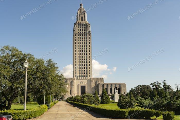 Blue Skies en el State Capital Building Baton Rouge Louisiana