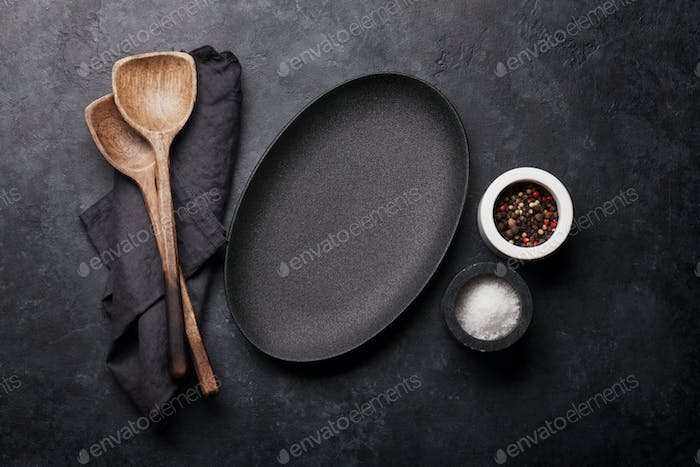Cooking wooden utensils and empty plate