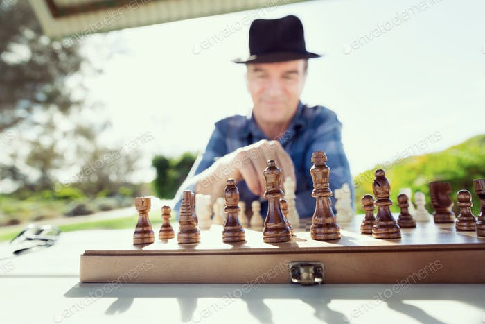 Thinking chess strategy