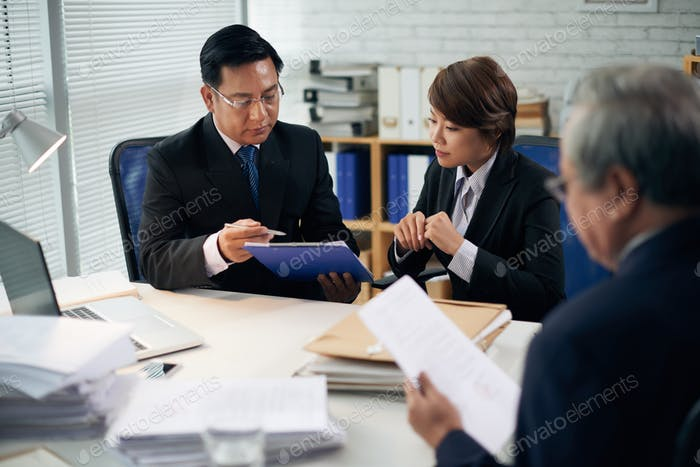 Lawyer and intern working together