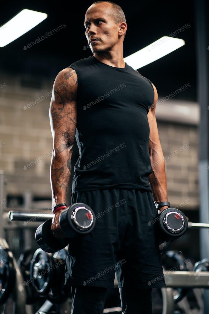 duro trabajo consigue duro musclesEsfuerzo en el gimnasio