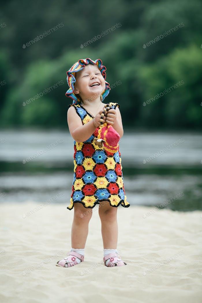 Pequeño con vestido colorido Brillante
