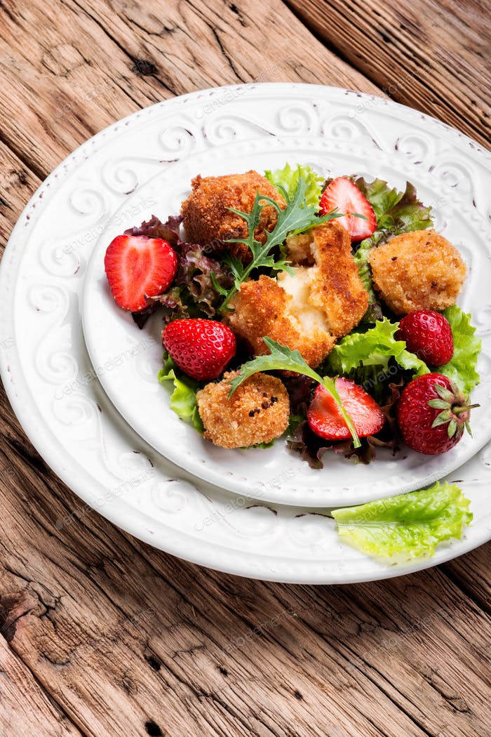Summer meat salad with berries