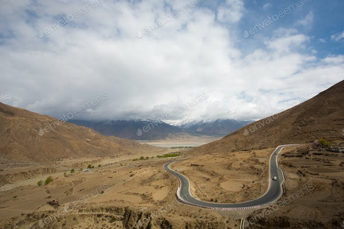 Amazing road virage  on The road of Friendship
