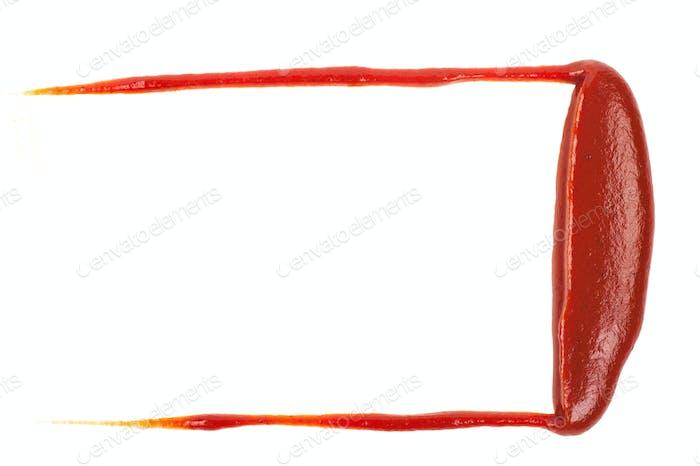 Schmierte rote Ketchup auf weißem Hintergrund