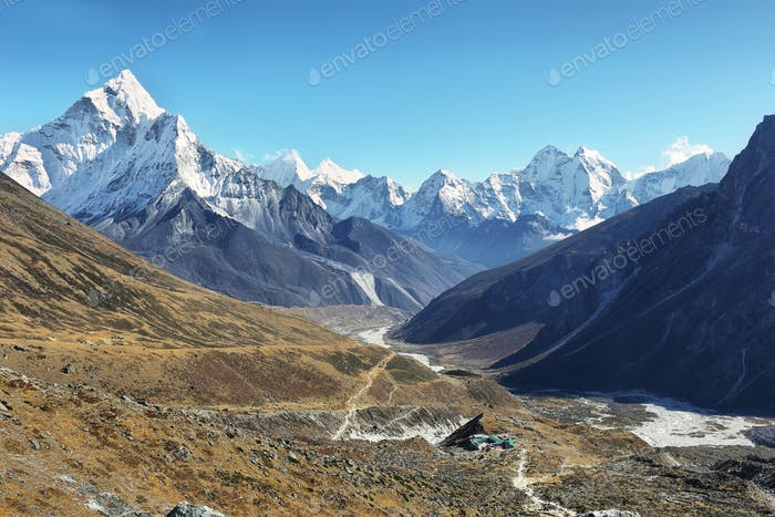 Ama Dablan and Tamsherku mountain views