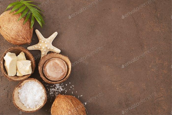 Brauner strukturierter Hintergrund mit Bio-Kosmetik