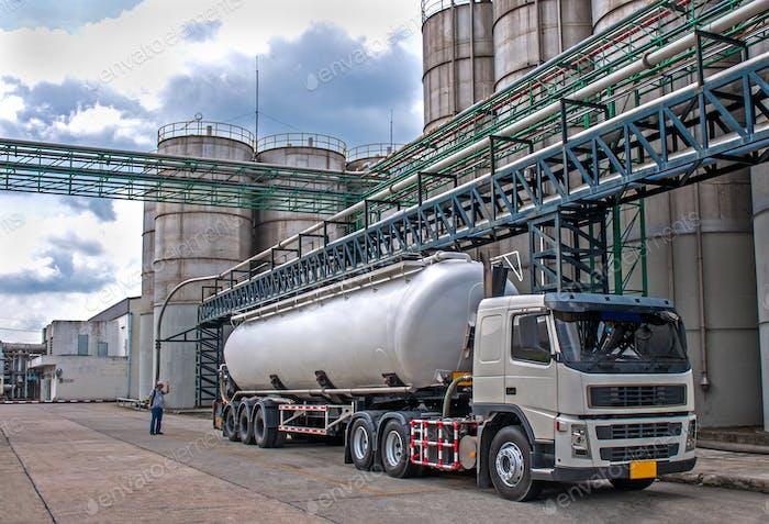 LKW-Liefergefahr Chemikalie in Petrochemieanlagen