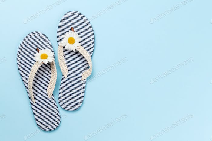 Sea flip flops with camomile