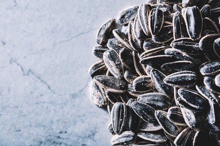 Un montón de semillas de girasol. Snacks saludables