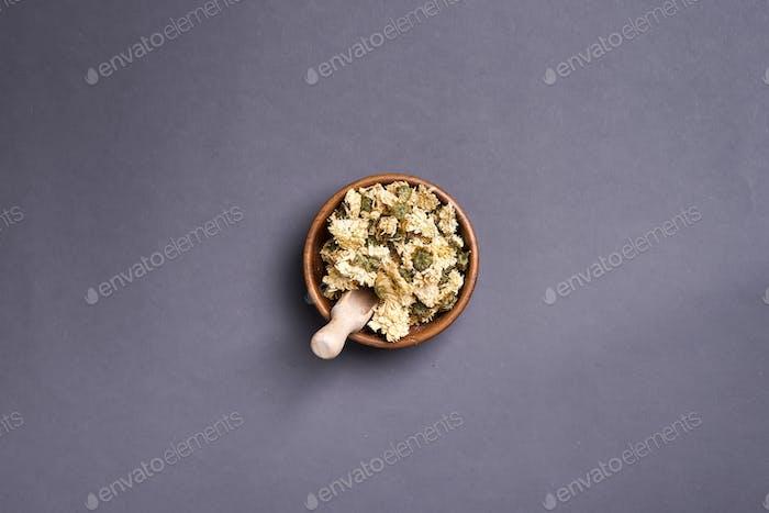 Kräuter-natürliche Blumen-Tee Infusion mit trockenen Blumen Zutaten