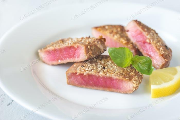 Fried tuna in sesame seeds