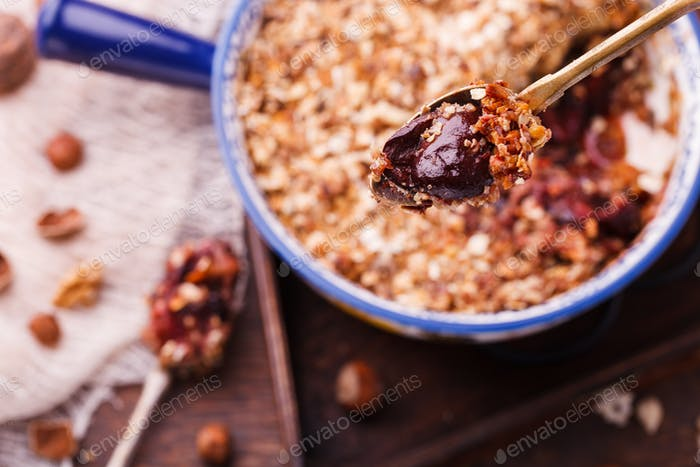 Plum crumble, lean, with nuts